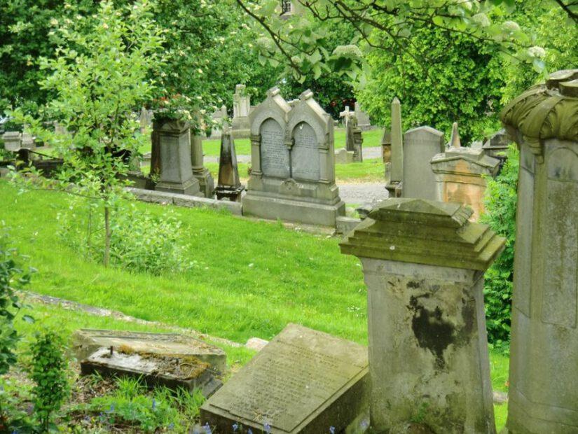 Szeroki wybór usług kamieniarskich, nagrobków oraz wyrobów z kamienia